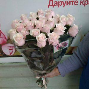 33 кремовые розы в Николаеве