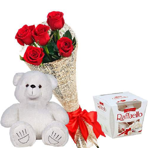 Мишка с букетом роз и «Rafaello» фото