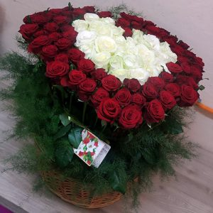 101 роза в виде сердца в корзине в Николаеве фото