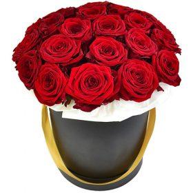 букет 21 роза в шляпной коробке