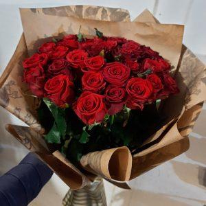 большой букет красных роз для жены на день рождения