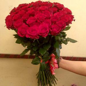 51 красная роза для молодой мамы на выписку из роддома