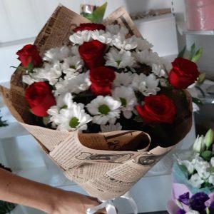 розы и хризантемы - подарок маме