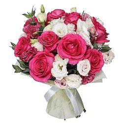 """Букет """"Клубника со сливками"""" розы и эустомы"""